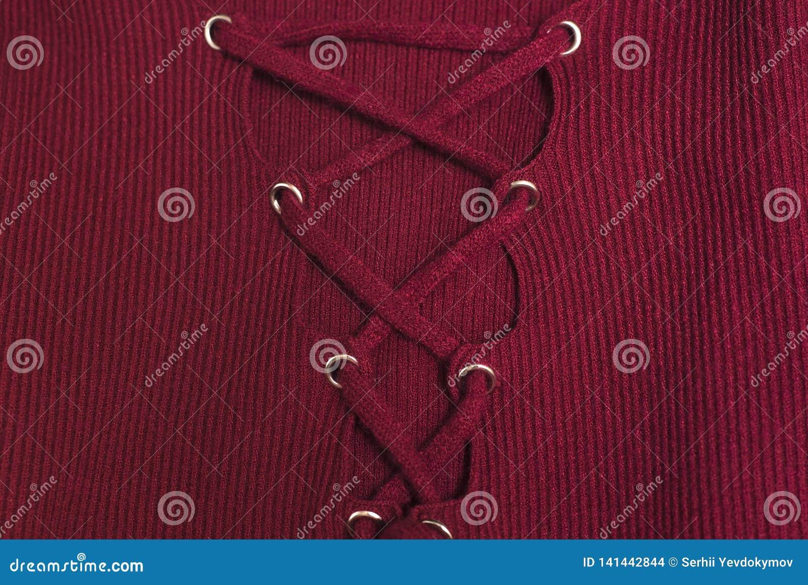 Laçage sur les vêtements tricotés Chandail rouge, texture en gros plan