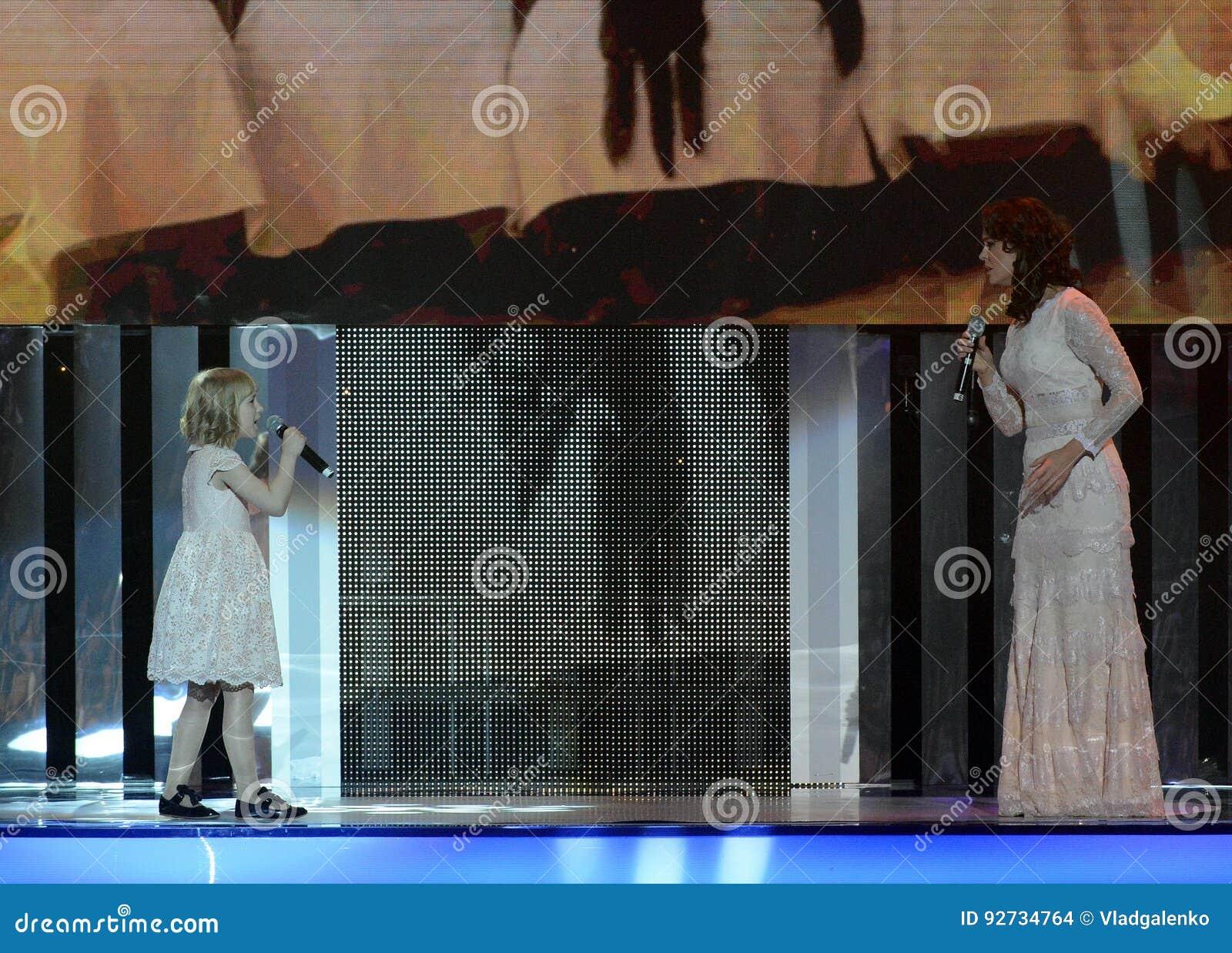"""La actriz Alena Bikkulova y el finalista del ` expresan ` Yaroslava Degtyareva de los niños del †"""""""