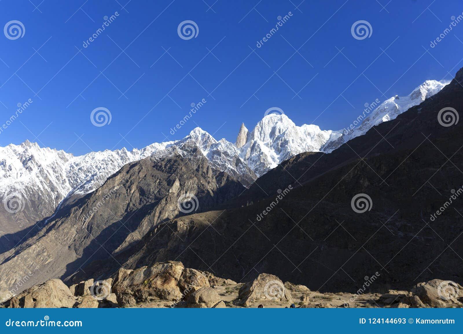 La altitud máxima del melindre 6.200 M en las montañas del karakoram sonó