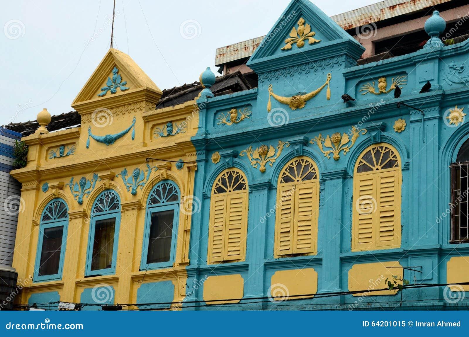 La arquitectura colorida de Peranakan del art déco amarillo y azul contiene Hat Yai Tailandia