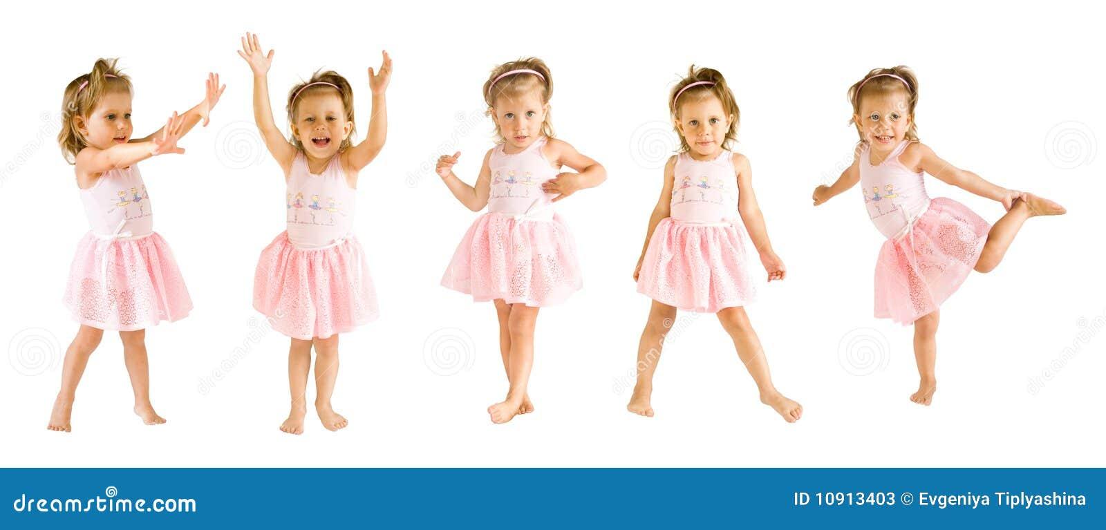 La bambina in un vestito della ballerina balla su una priorità bassa ...