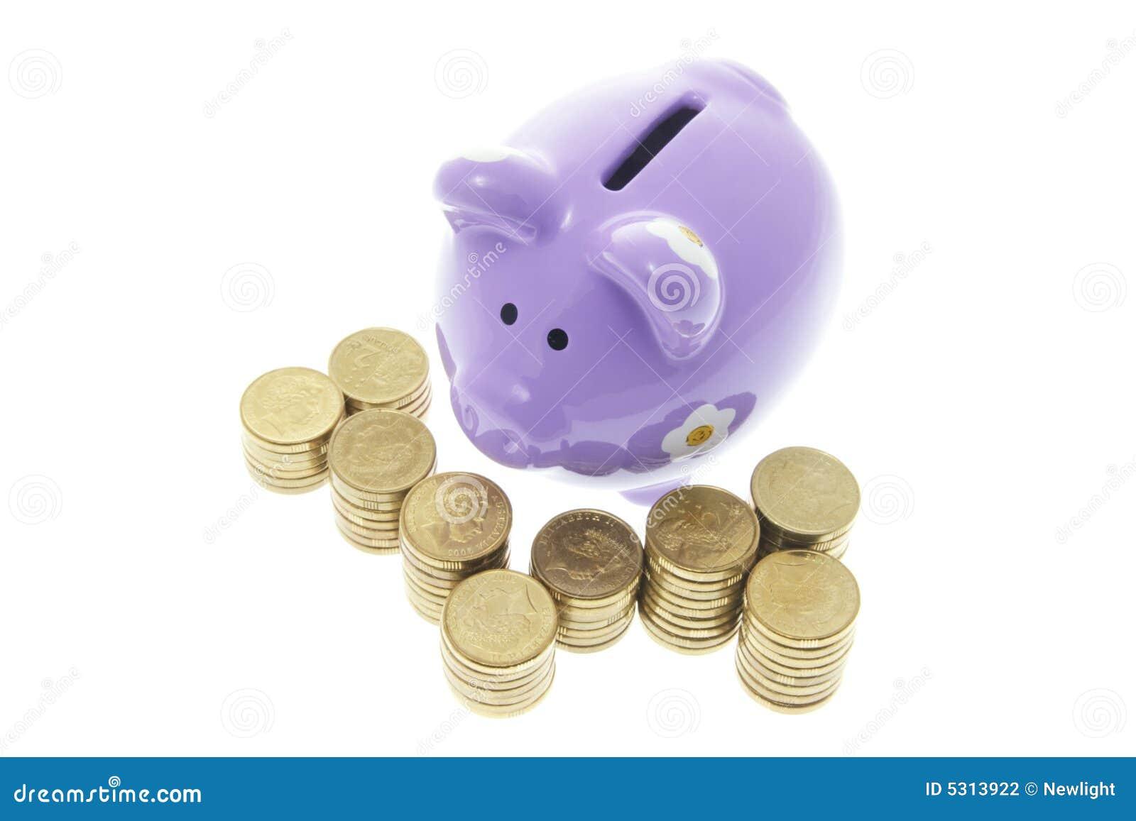 Download La Banca Piggy Con Le Monete Fotografia Stock - Immagine di preventivo, ritaglio: 5313922
