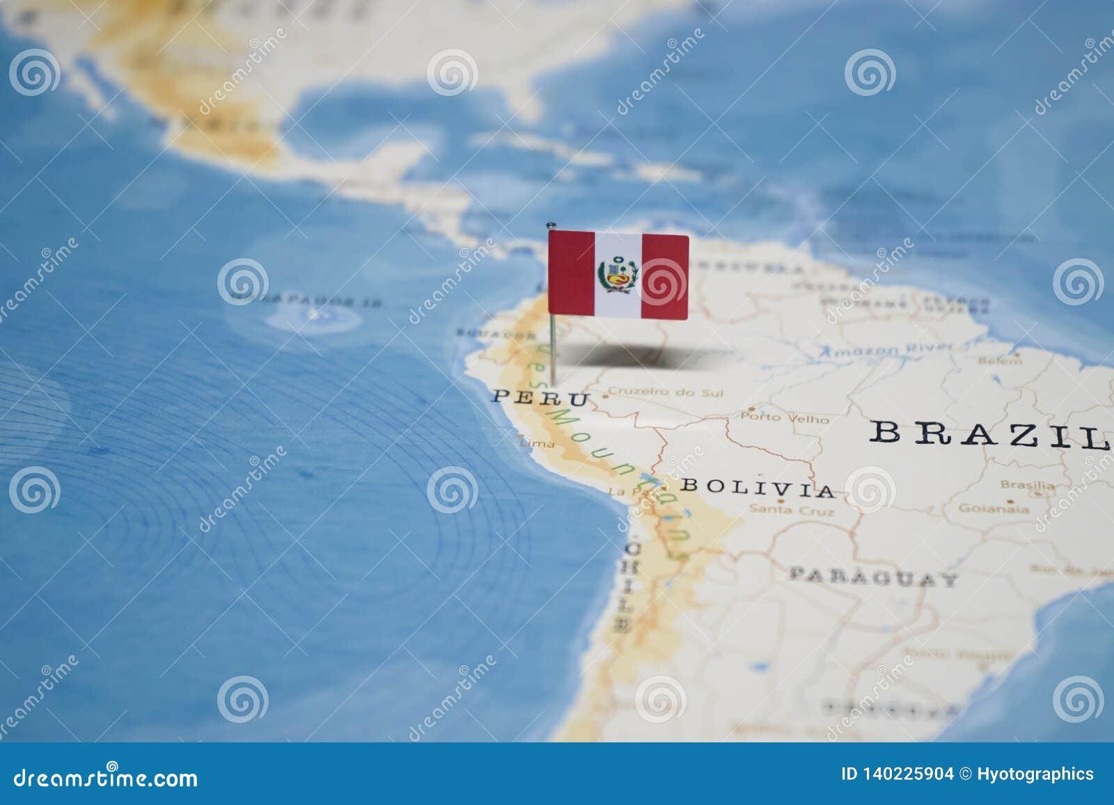 La bandera de Perú en el mapa del mundo