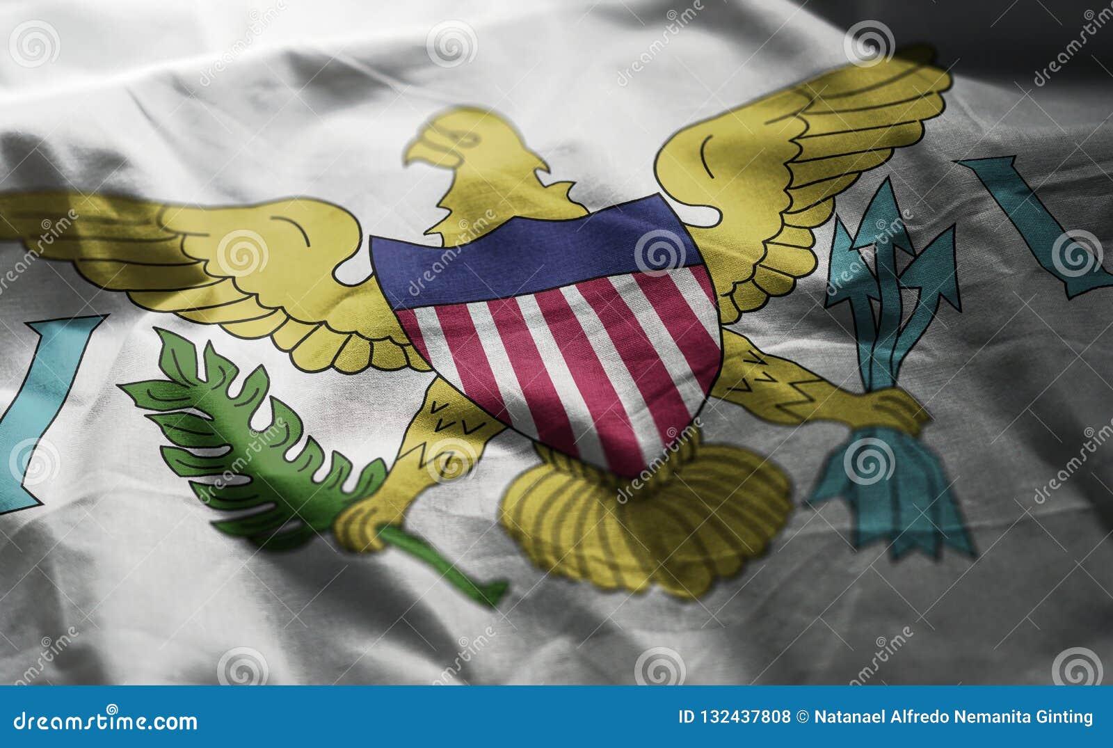 La bandera de United States Virgin Islands desgreñó cercano para arriba