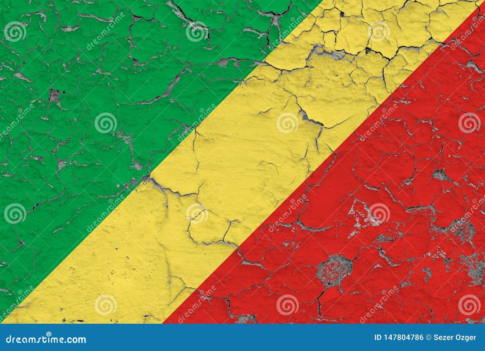 La bandera del República del Congo pintó en la pared sucia agrietada Modelo nacional en superficie del estilo del vintage