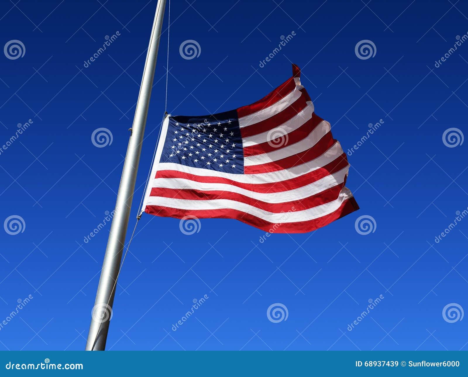 La bandiera americana è battuta al mezzo personale
