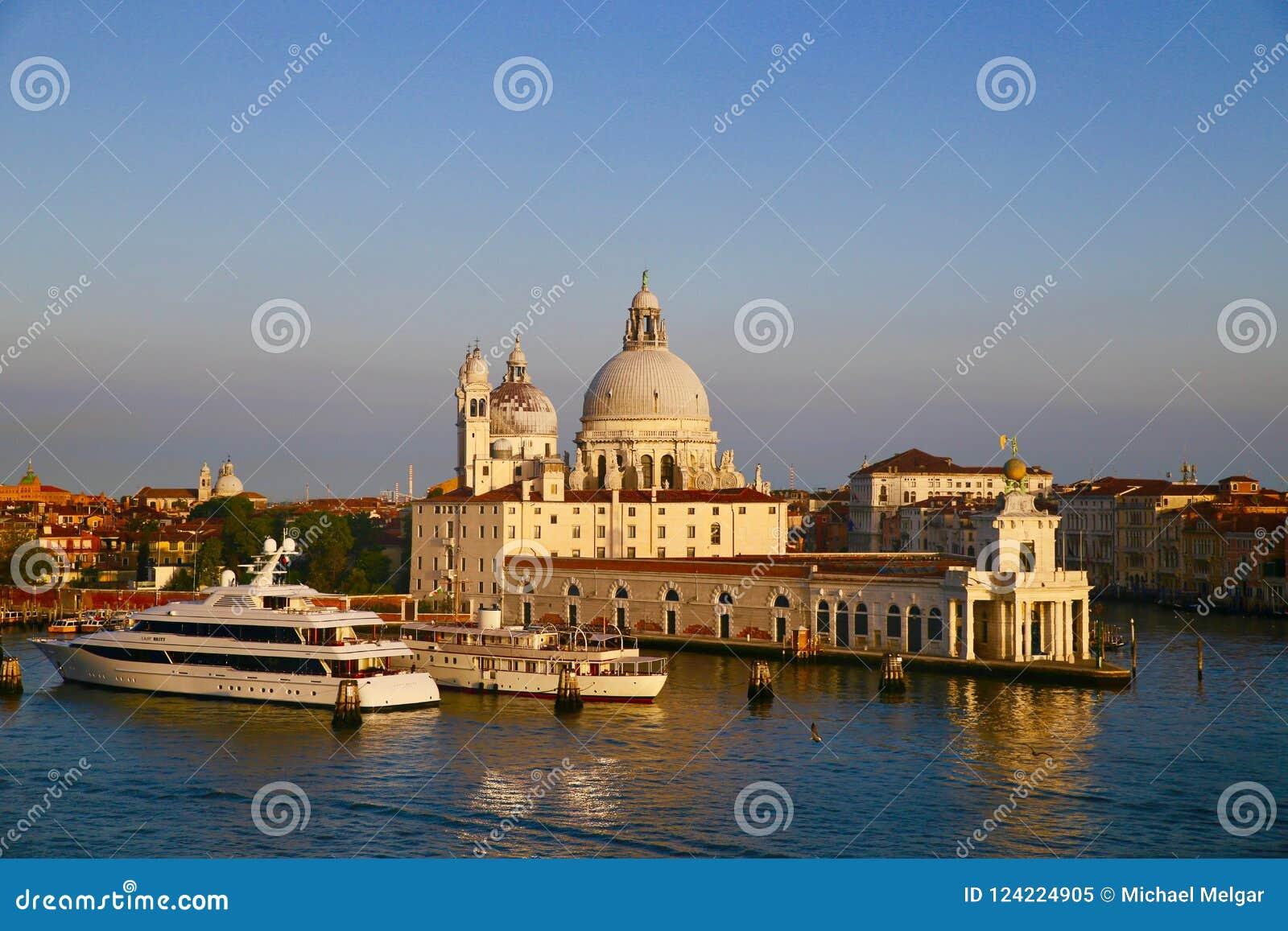 La basílica de St Mary de la salud en Venecia