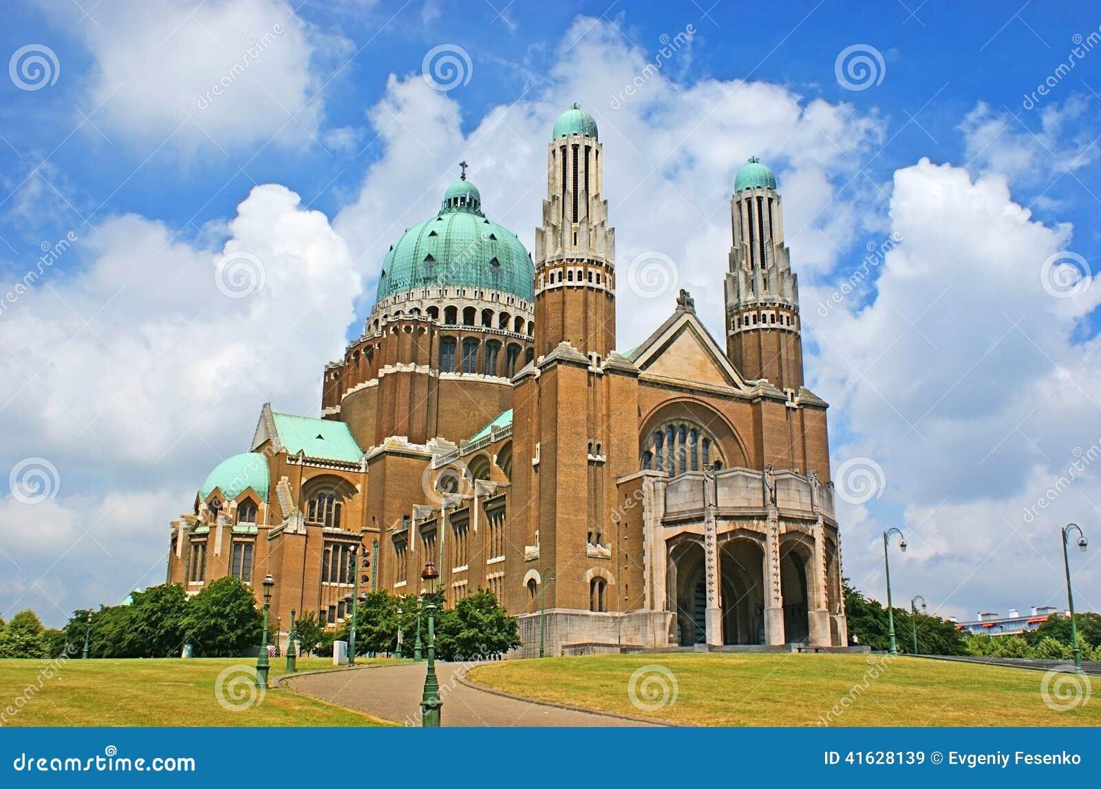 La basilica enorme