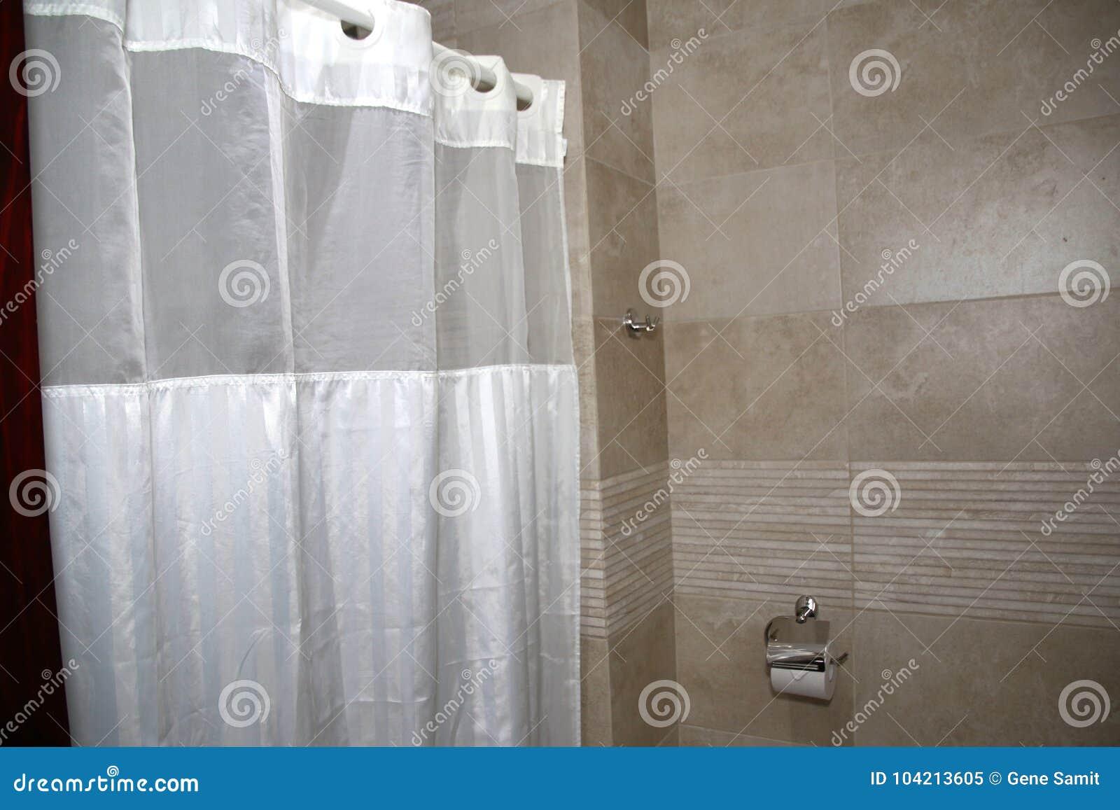 La Beauté D\'une Douche Moderne Avec Les Rideaux Blancs Image stock ...