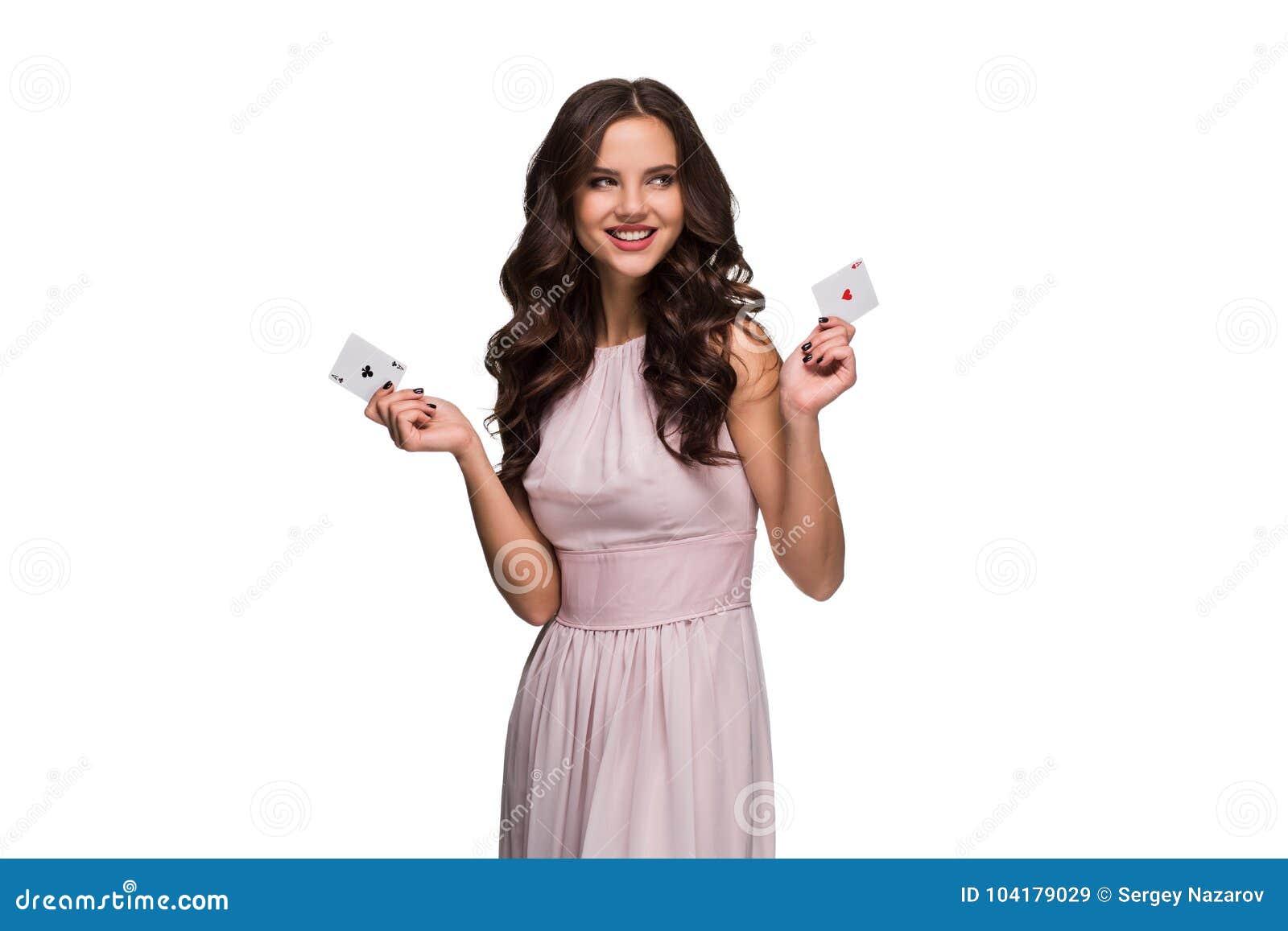 La bella donna sicura che mostra la mazza carda l esame della macchina fotografica con il posto della copia