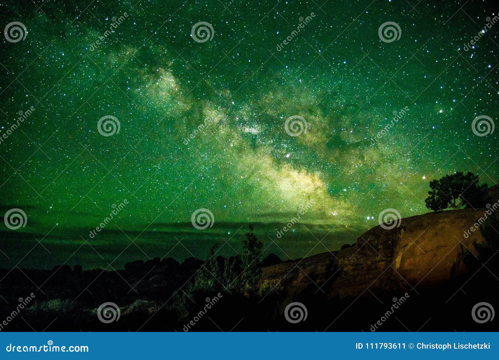 La bella Via Lattea ha sparato al parco nazionale Utah U.S.A. di arché Punto turistico famoso dell inquinamento luminoso basso de