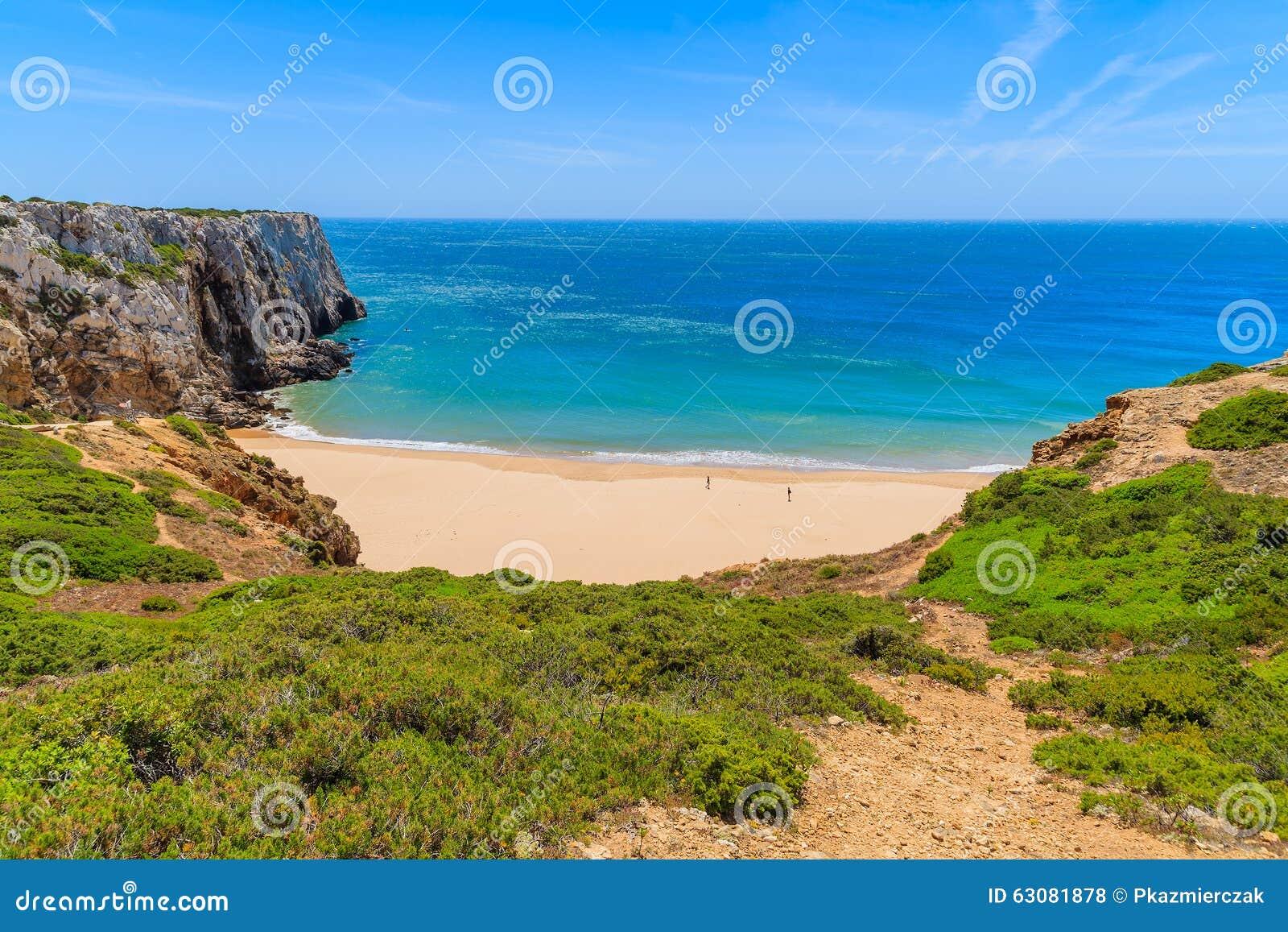 Download La Belle Baie Et La Plage Sablonneuse Du Praia Font Beliche Photo stock - Image du côte, portugais: 63081878