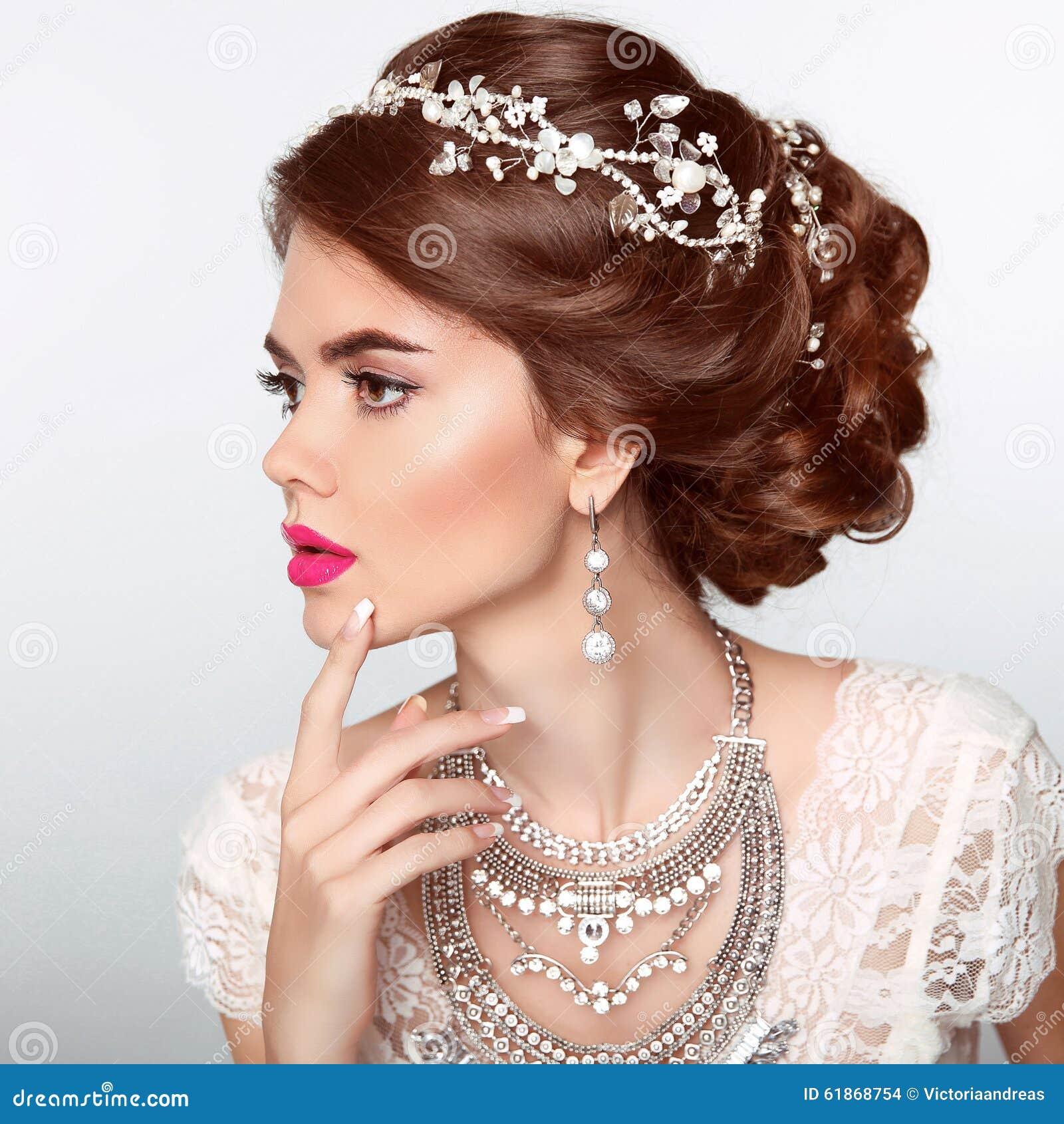 La belle coiffure mignonne verrouille le mariage mod le de profil de verticale beau portrait de - Les plus belle coiffure de mariage ...