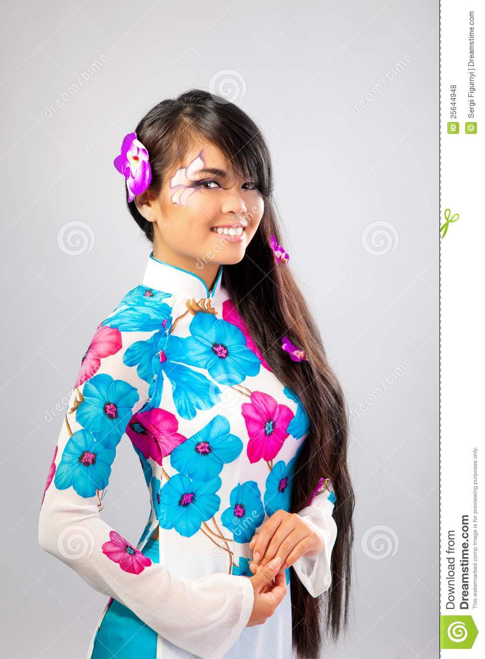 La belle femme asiatique porte une robe nationale photo stock image du costume beau 25644948 - Porte asiatique ...