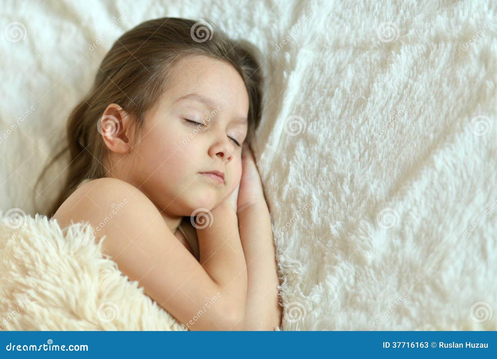 La belle petite fille dort photos stock image 37716163 - Bebe ne veut plus dormir dans son lit ...