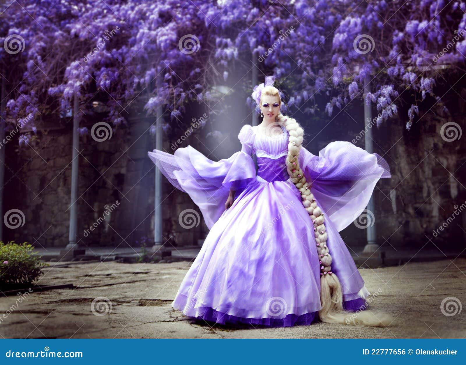 La belle princesse avec une longue tresse image libre de droits image 22777656 - La belle princesse ...