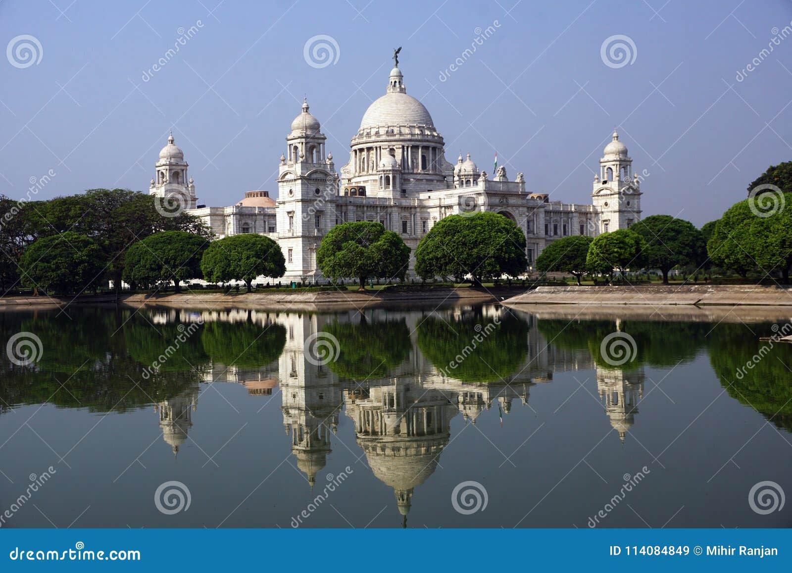 La belleza de Victoria Memorial y de su reflexión, Kolkata