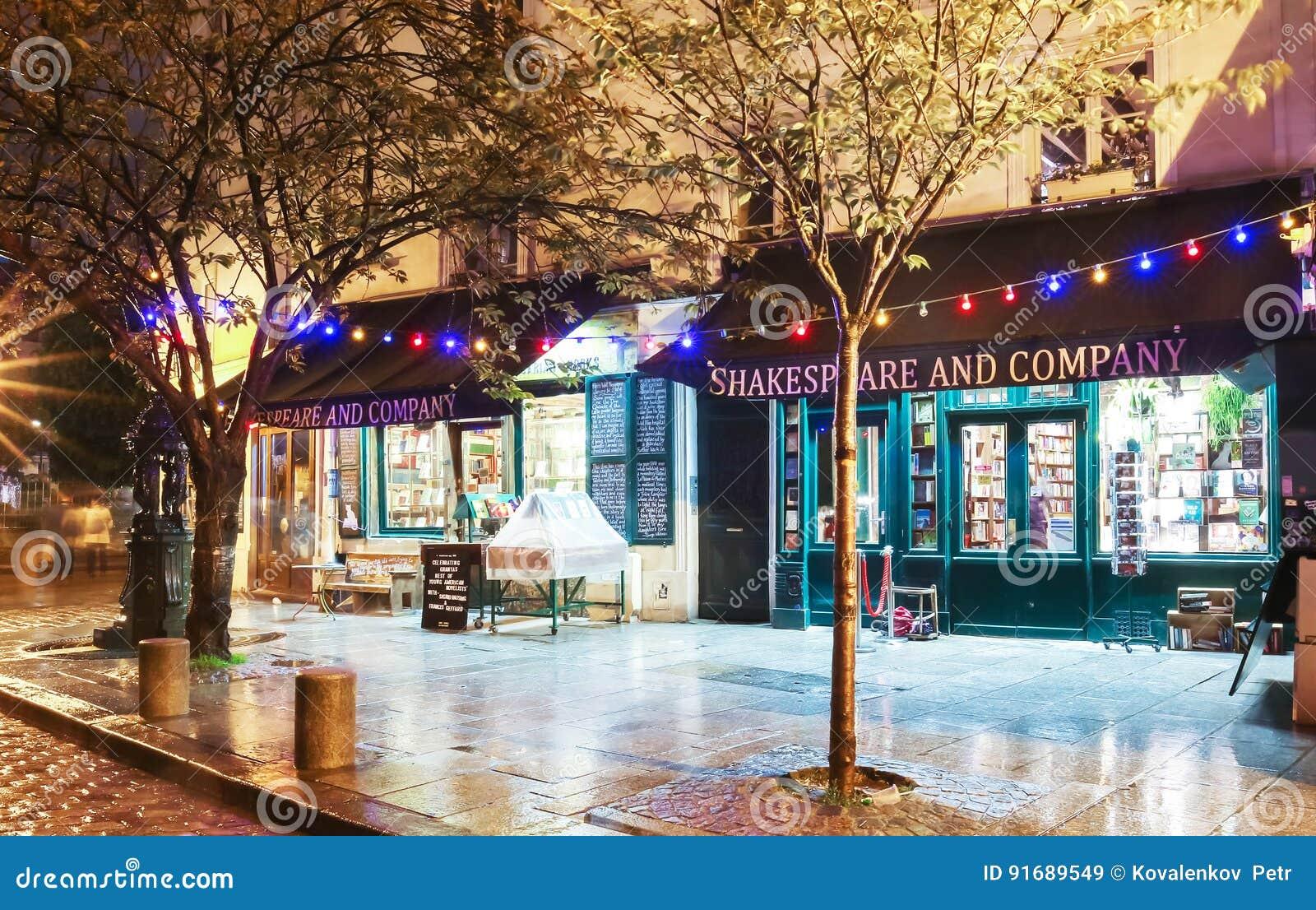 La biblioteca famosa alla notte piovosa, Parigi della società e di Shakespeare