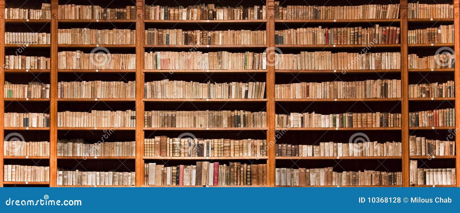 La bibliothèque réserve vieil en bois