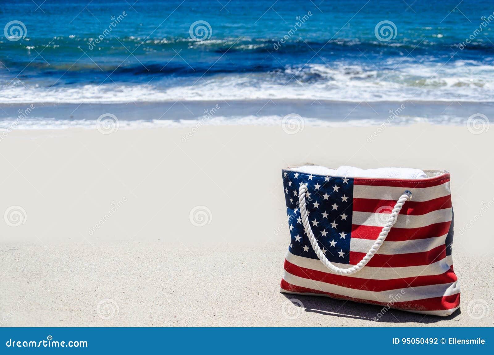 La Borsa Della Spiaggia Con La Bandiera Americana Colora ...