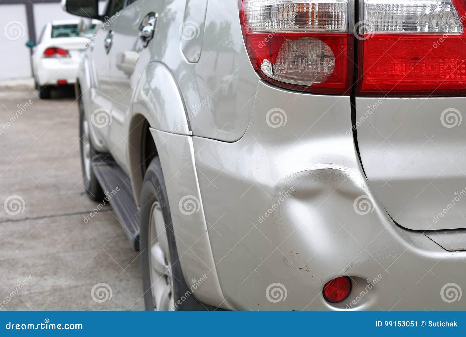 La bosselure de butoir de voiture de véhicule et la collision cassée par feu arrière se brisent