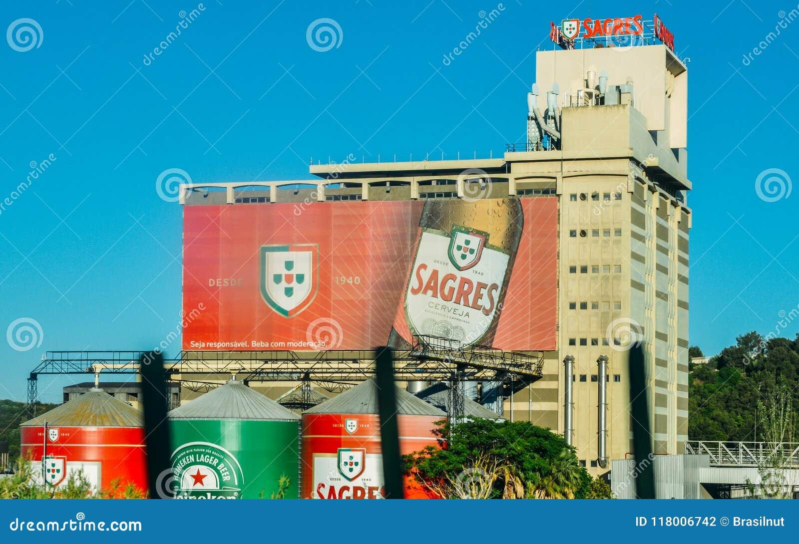 La brasserie de Sagres, près de Lisbonne produit presque 300 millions de litres de litres de bière par an Des bières de Sagres so