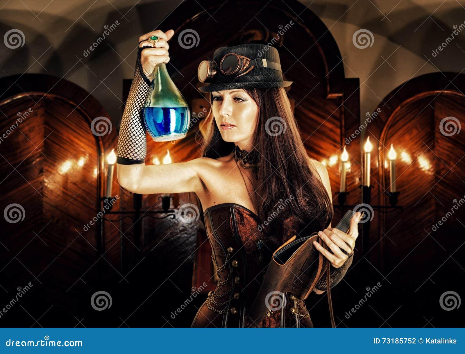 La bruja de la mujer del alquimista prepara la poción, lee el libro mágico