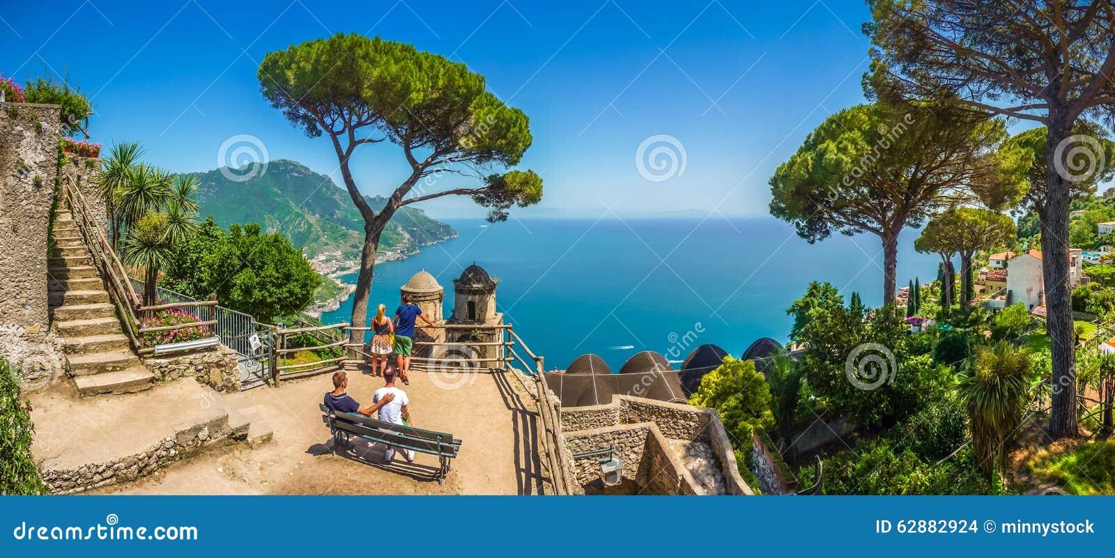 La côte d Amalfi de la villa Rufolo fait du jardinage dans Ravello, Campanie, Italie