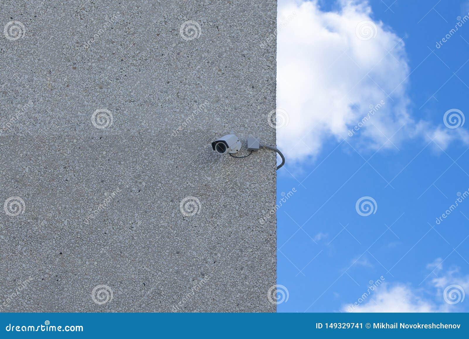 La caméra de sécurité de protection de propriété privée a monté l image d actions de mur extérieur de maison