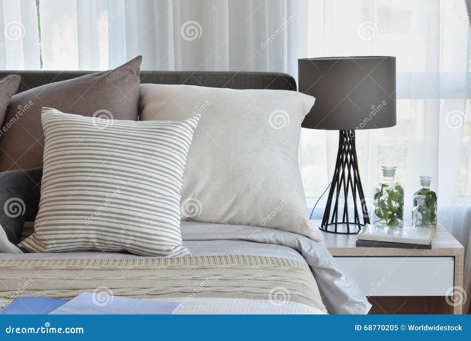 Cuscini sul letto casamia idea di immagine - Giochi da baciare sul letto ...