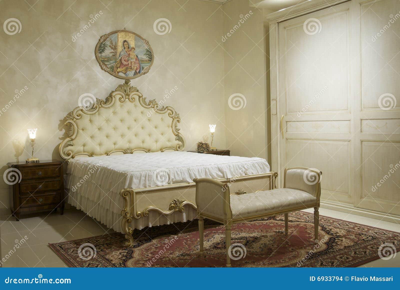 La Camera Da Letto Classica Scalda Fotografia Stock - Immagine di ...