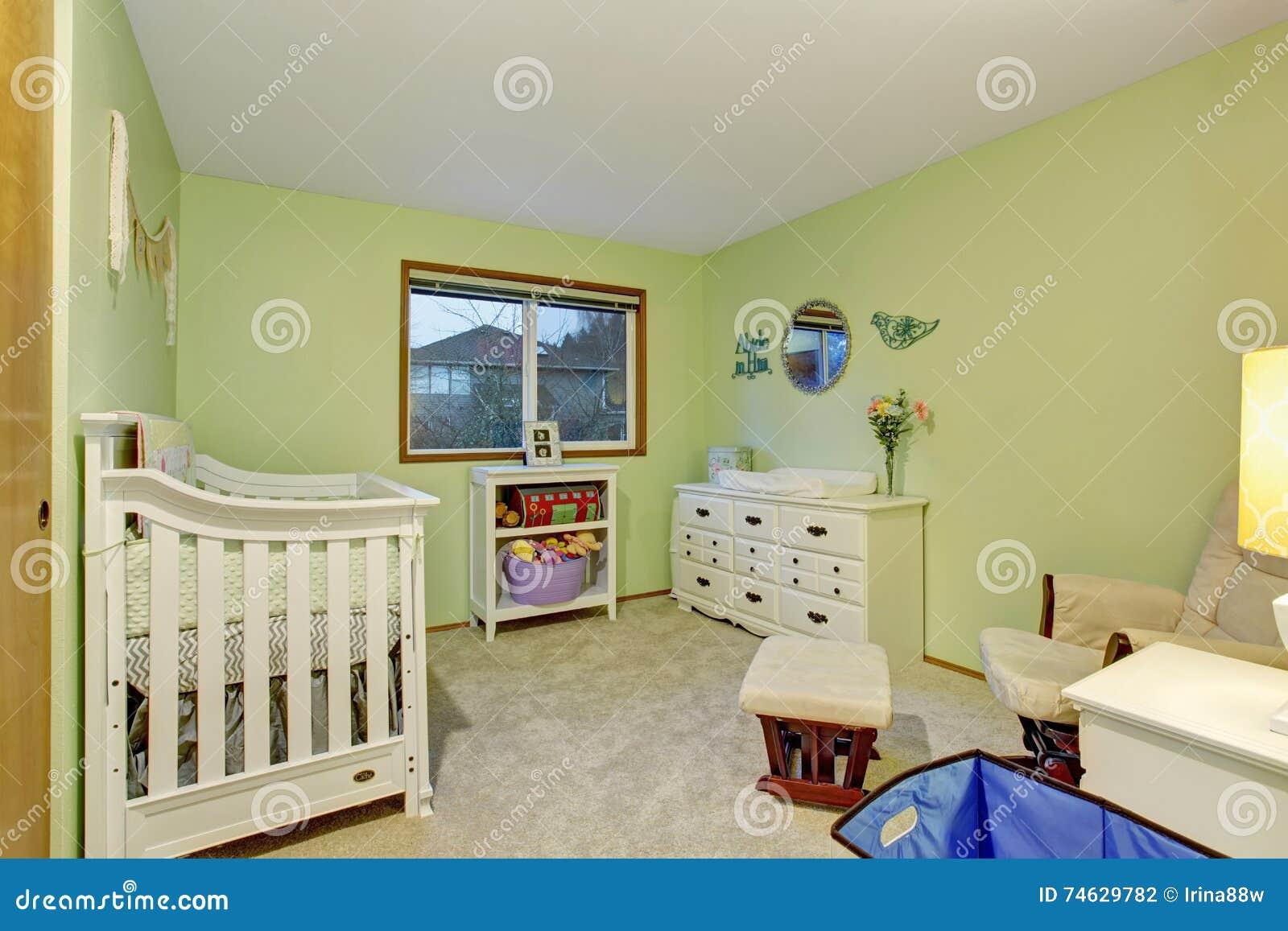 Pareti Dipinte Per Camere Da Letto.La Camera Da Letto Dei Bambini Con Mobilia Bianca E Verde Ha Dipinto
