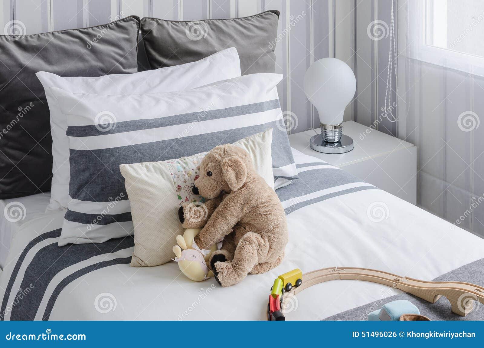 La camera da letto del bambino con le bambole su stile del - Camera da letto del papa ...