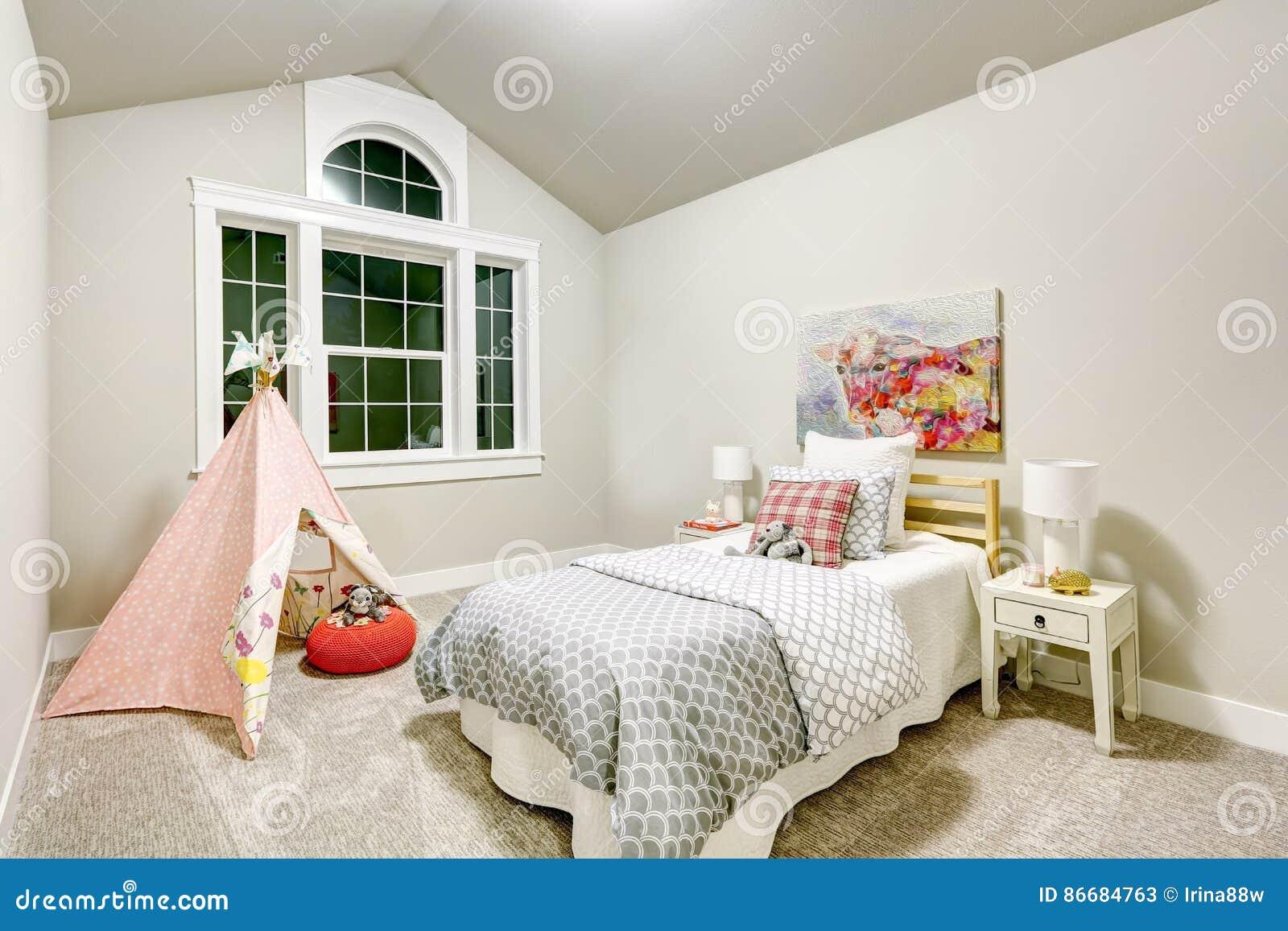 Camera Da Letto Grigio Chiaro : La camera da letto grigio chiaro del ` s della ragazza
