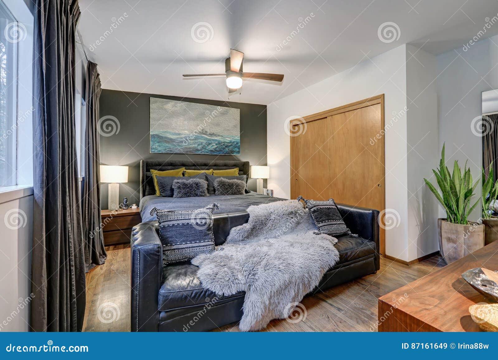 la camera da letto maschile caratterizza la parete grigia di ... - Camera Da Letto Maschile
