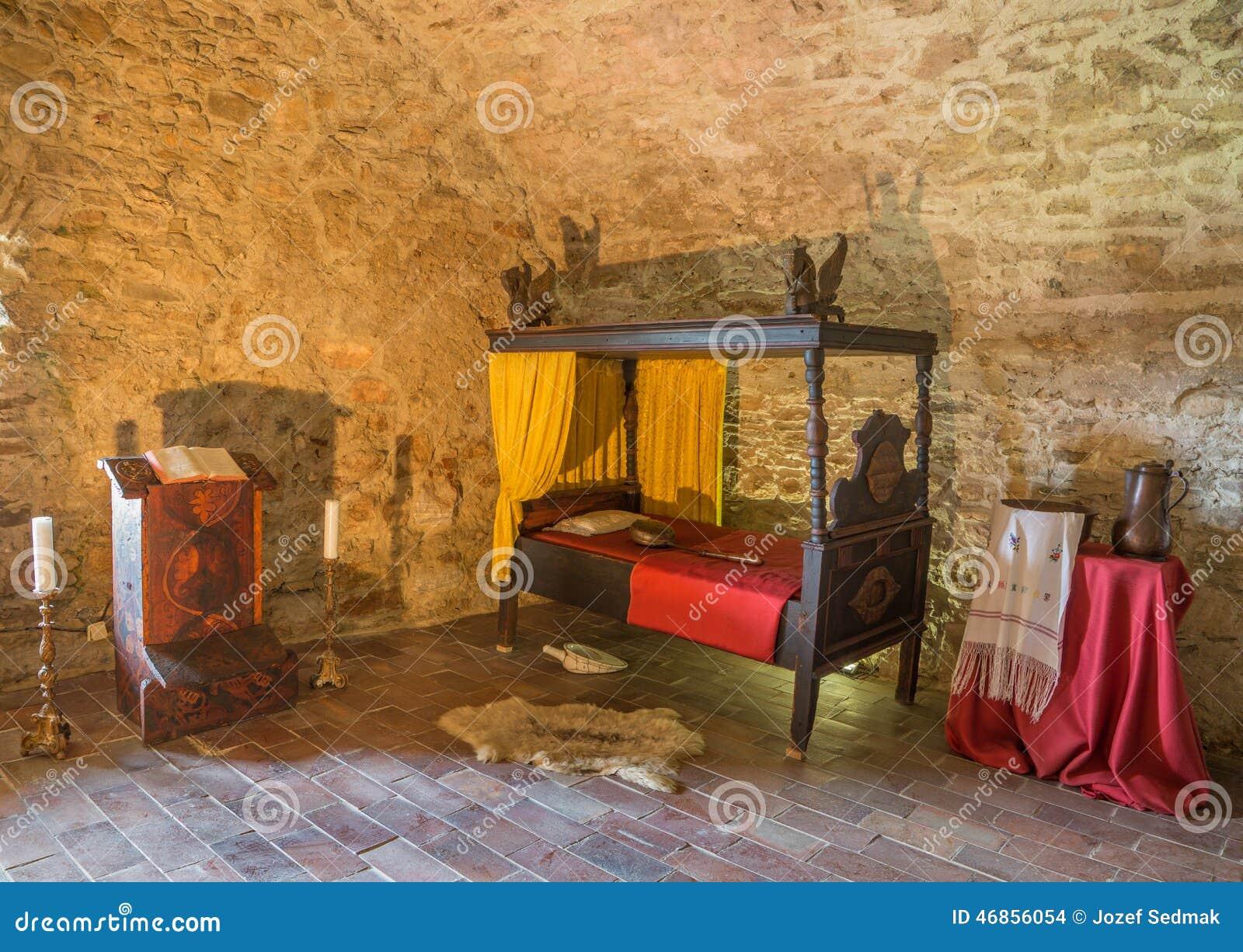 Camere Da Letto Medievali : La camera da letto medievale nel castello di spissky fotografia