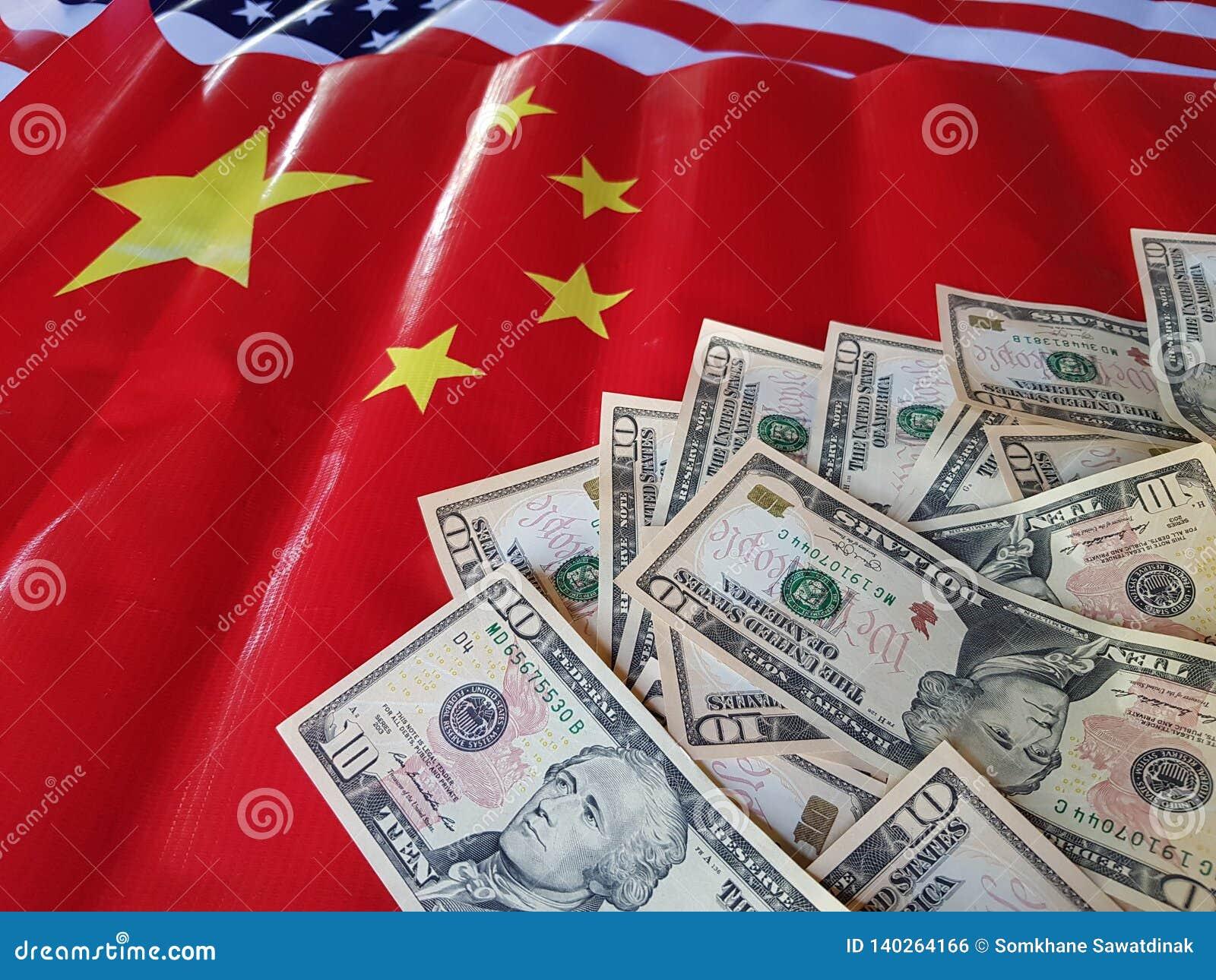 La camera di commercio degli Stati Uniti le chiamate per dare gli accordi commerciali completi completi e può risolvere i problem