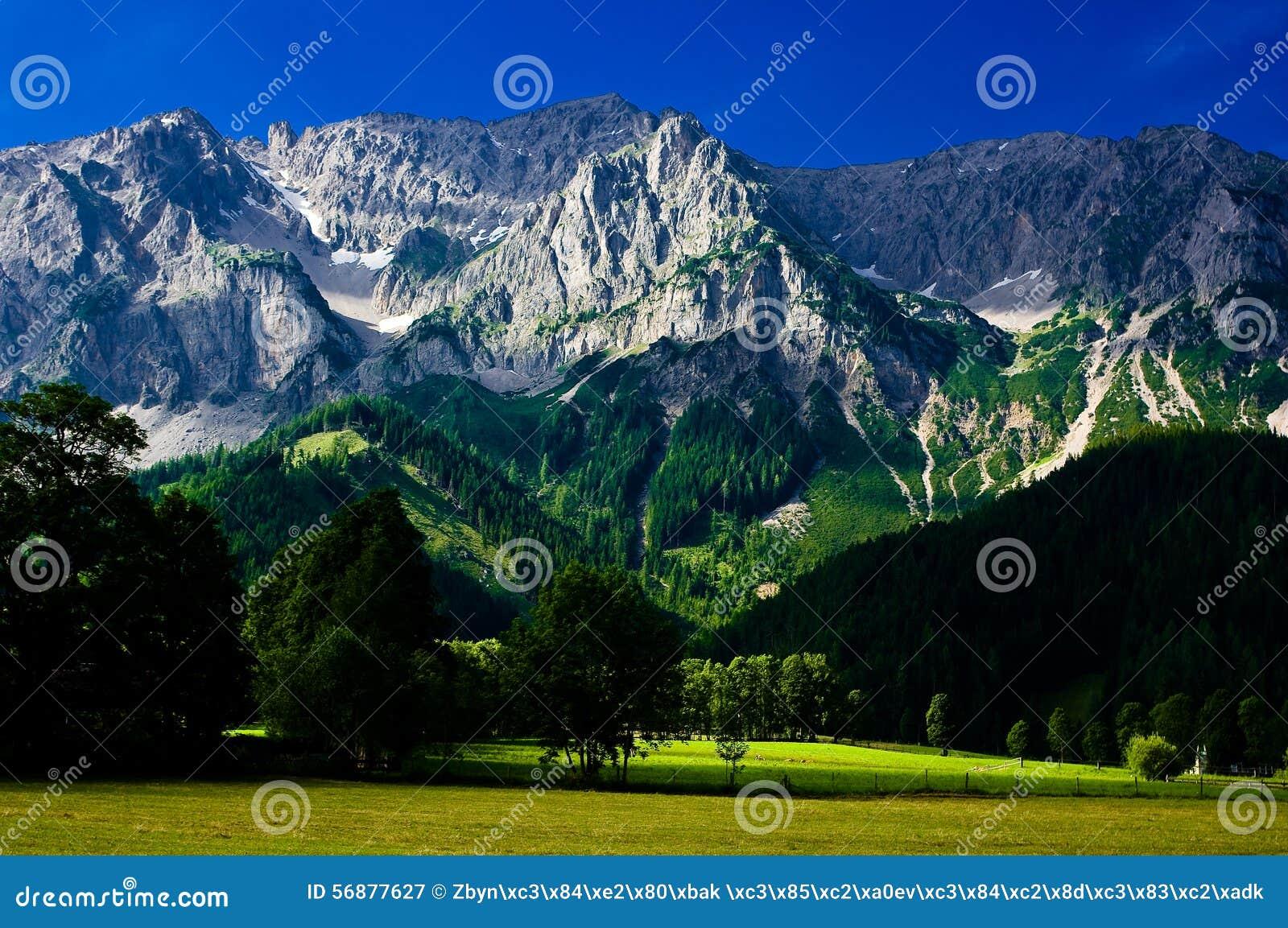 La campagna intorno alla città di Ramsau Dachstein