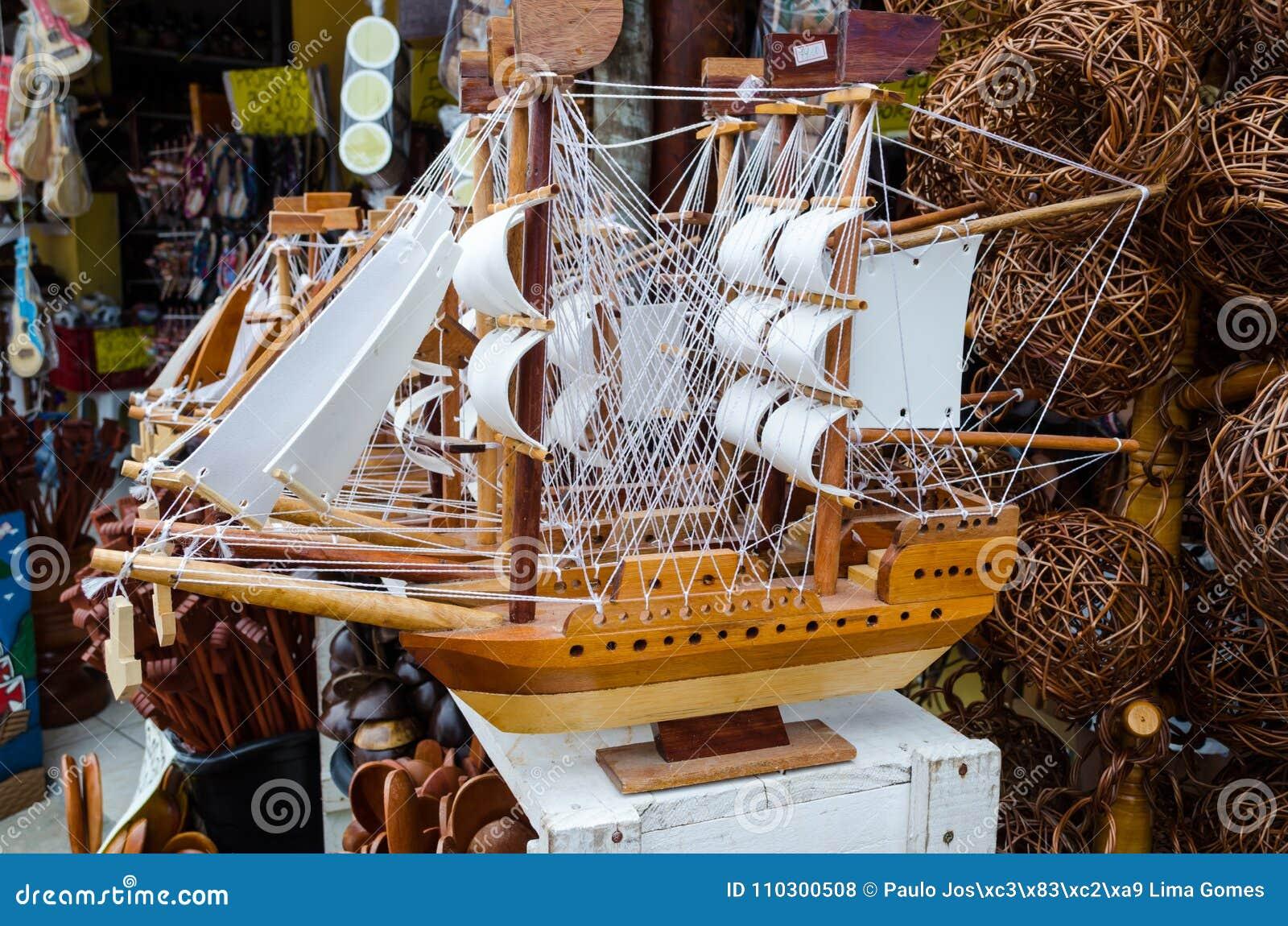 La caravella di legno fatta a mano ha venduto ad una fiera dell artigianato in Bahia nel Brasile