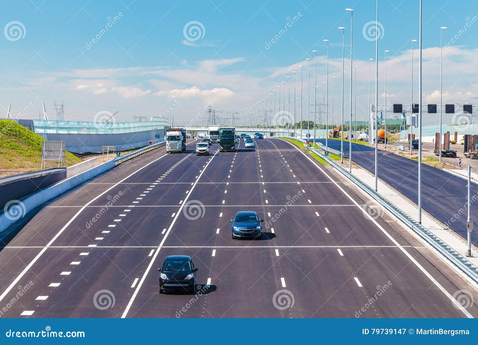 La carretera holandesa principal A1 entre Amsterdam y Utrecht