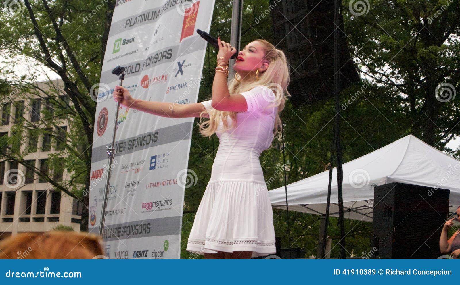 La carta BRITÁNICA de la música certificó al cantante del platino del número 1