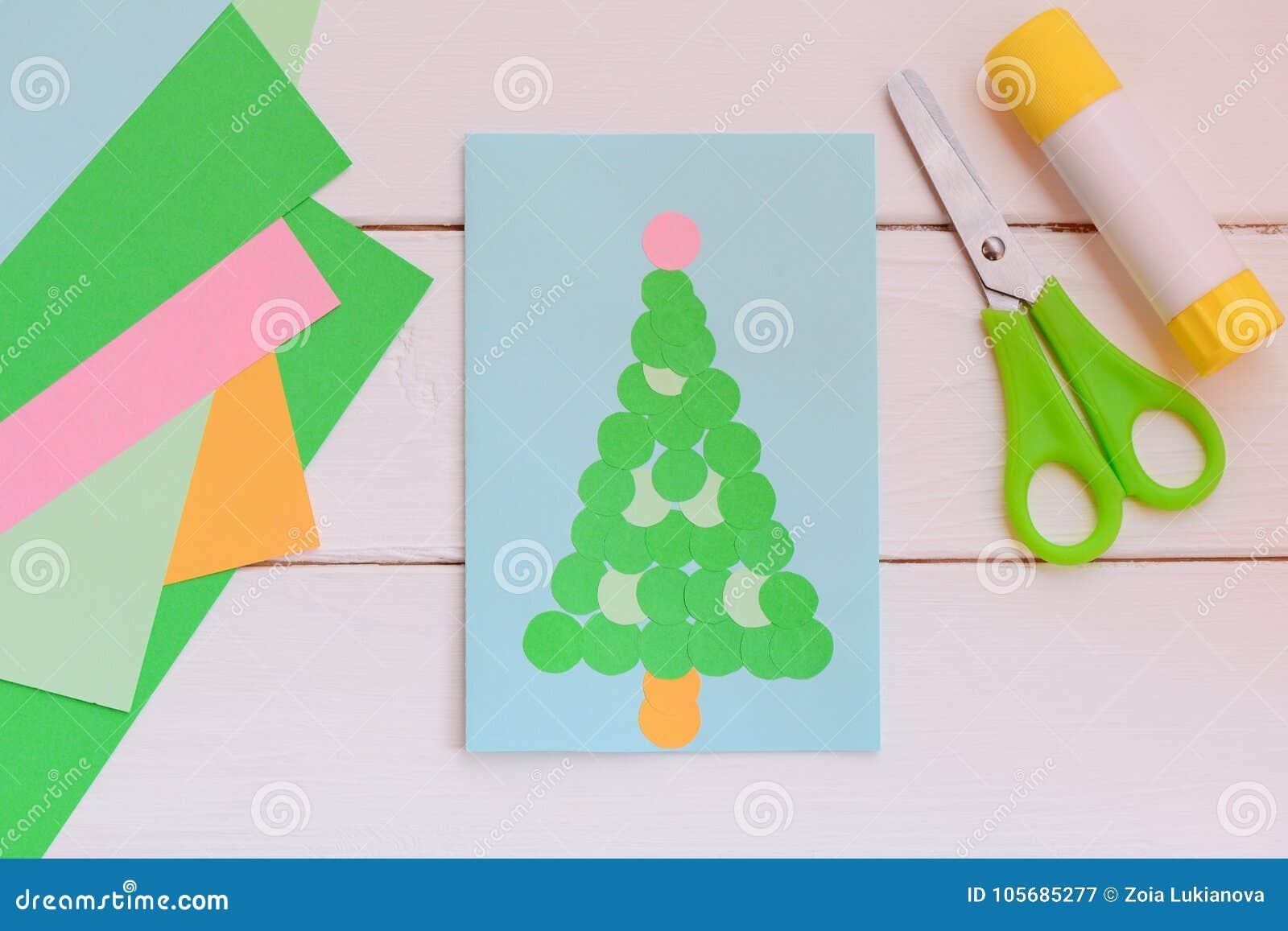 Come Fare Auguri Di Natale.La Cartolina D Auguri Di Carta Con L Albero Di Natale Carta