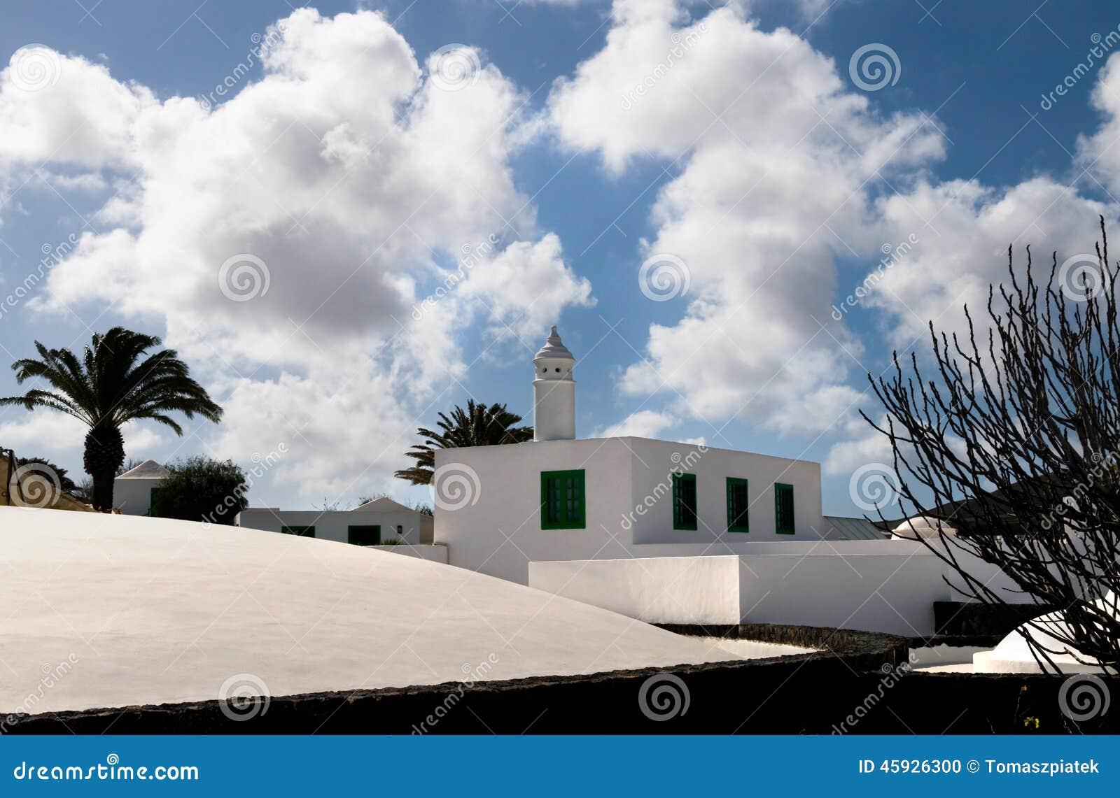 La casa blanca con la torre lanzarote islas canarias - Las casas canarias lanzarote ...