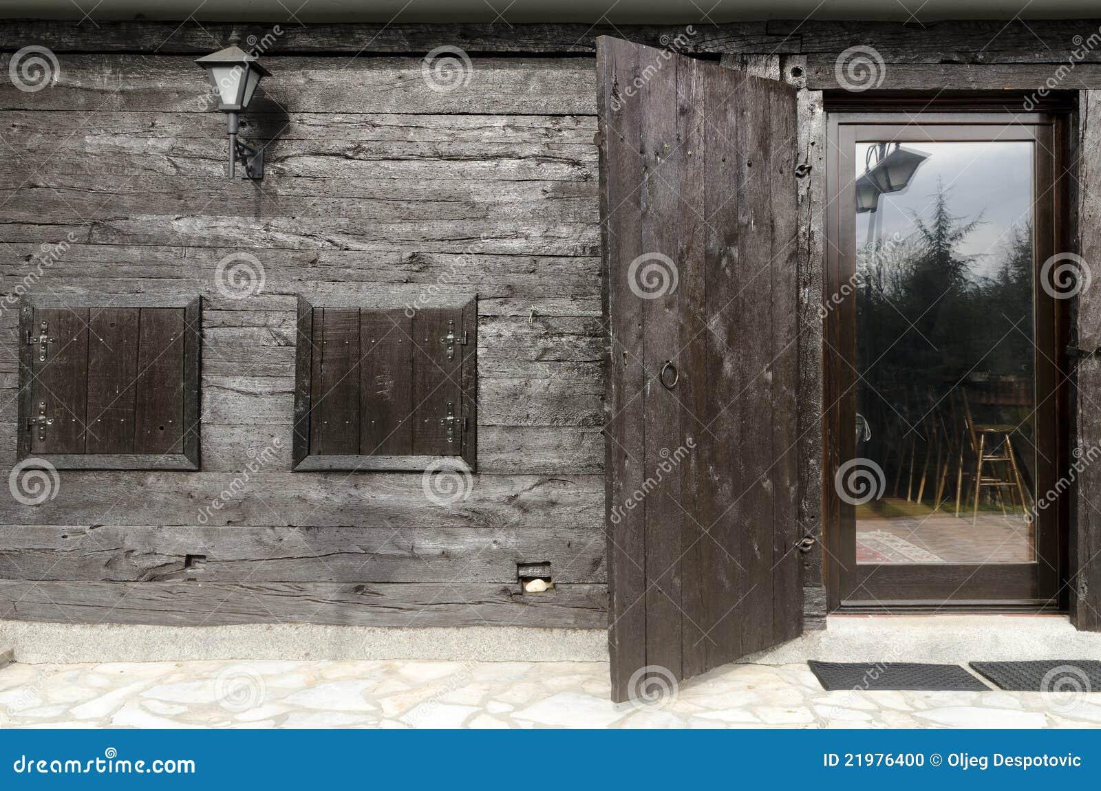 La casa de Etno detalla puertas