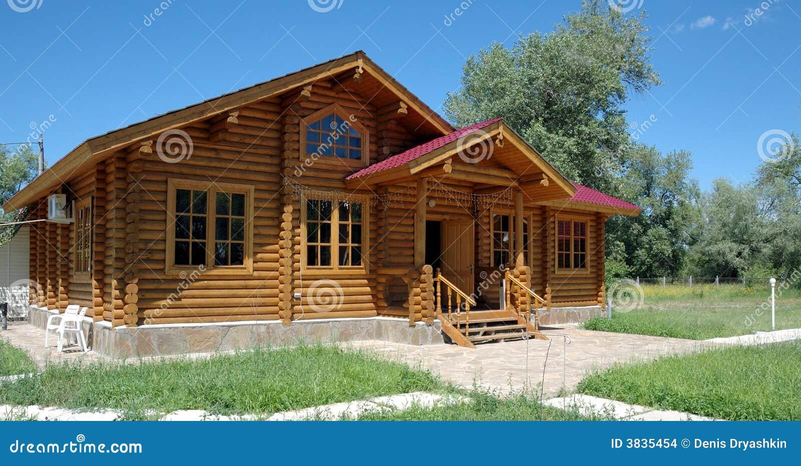 La casa de madera grande foto de archivo imagen de - Casas de madera en alcorcon ...