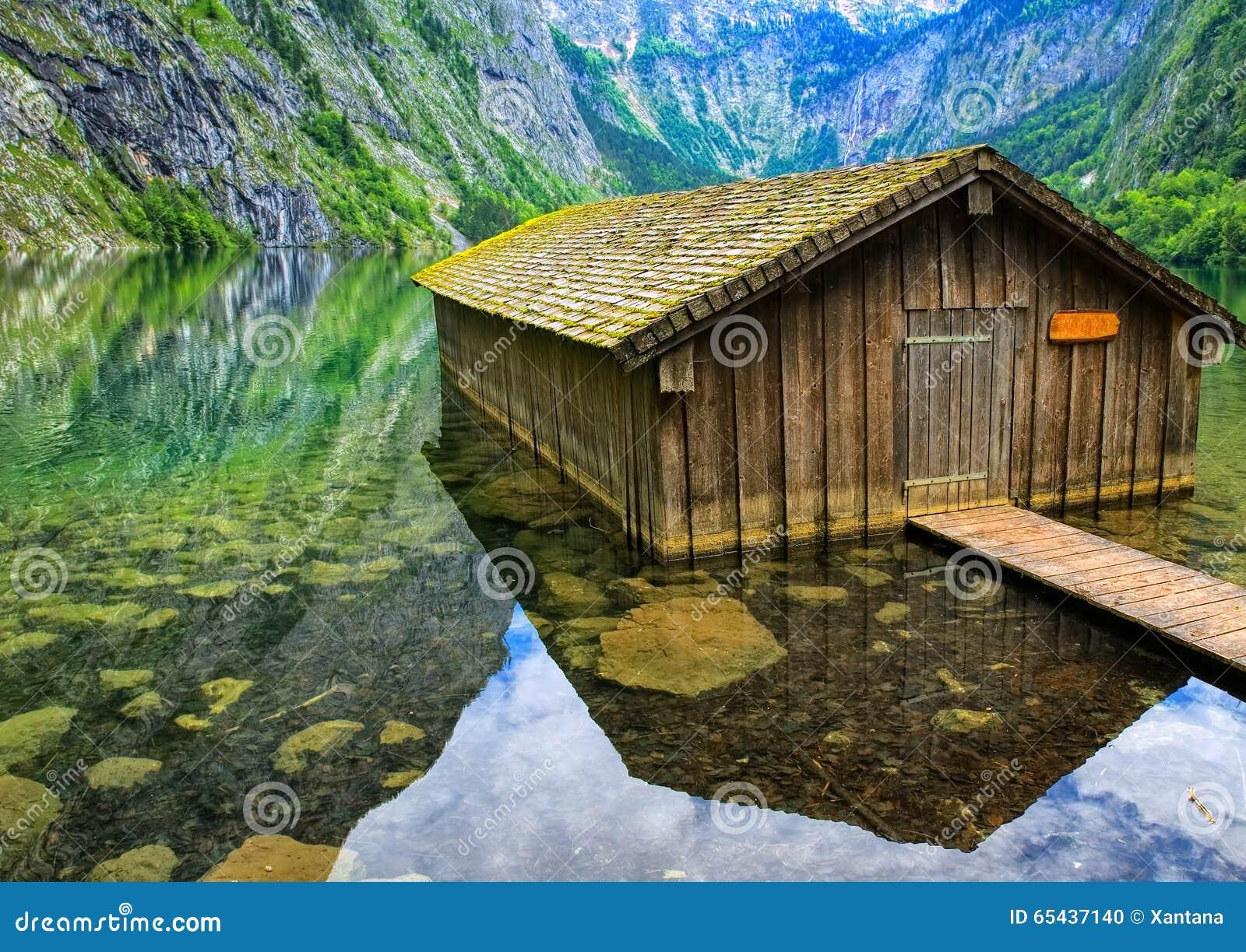 la casa del pescatore sul lago konigsee nelle montagne