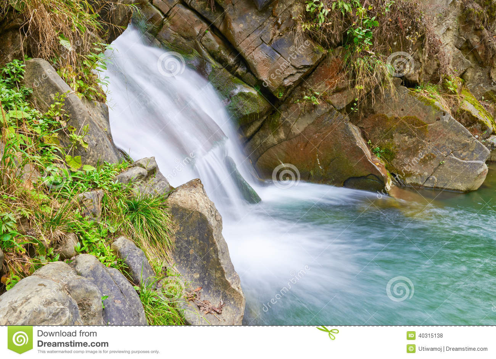 La cascada de zaskalnik fuente natural de agua foto de - Fuentes de cascada ...
