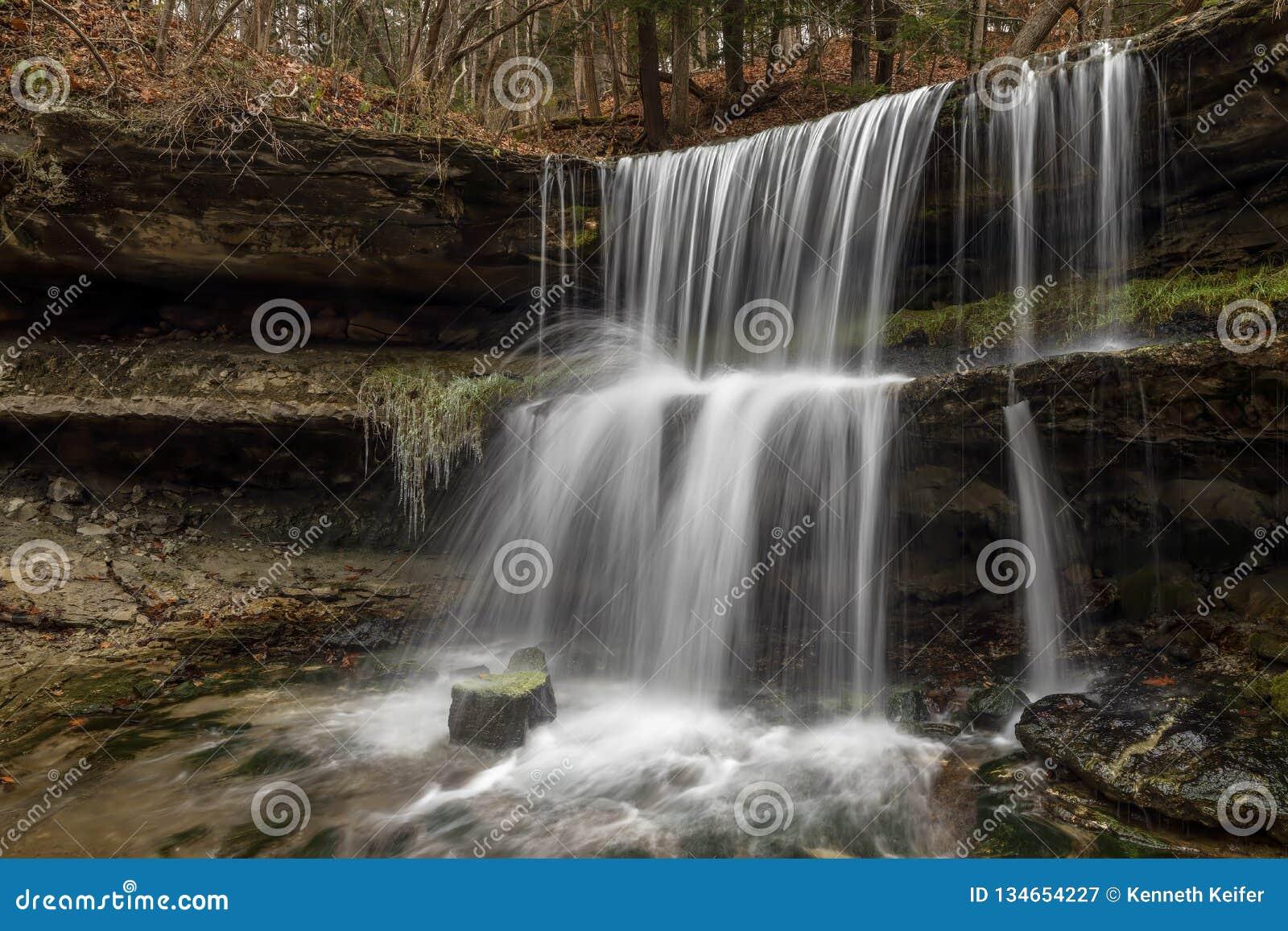 La cascade chez Oglebay - roulant, la Virginie Occidentale