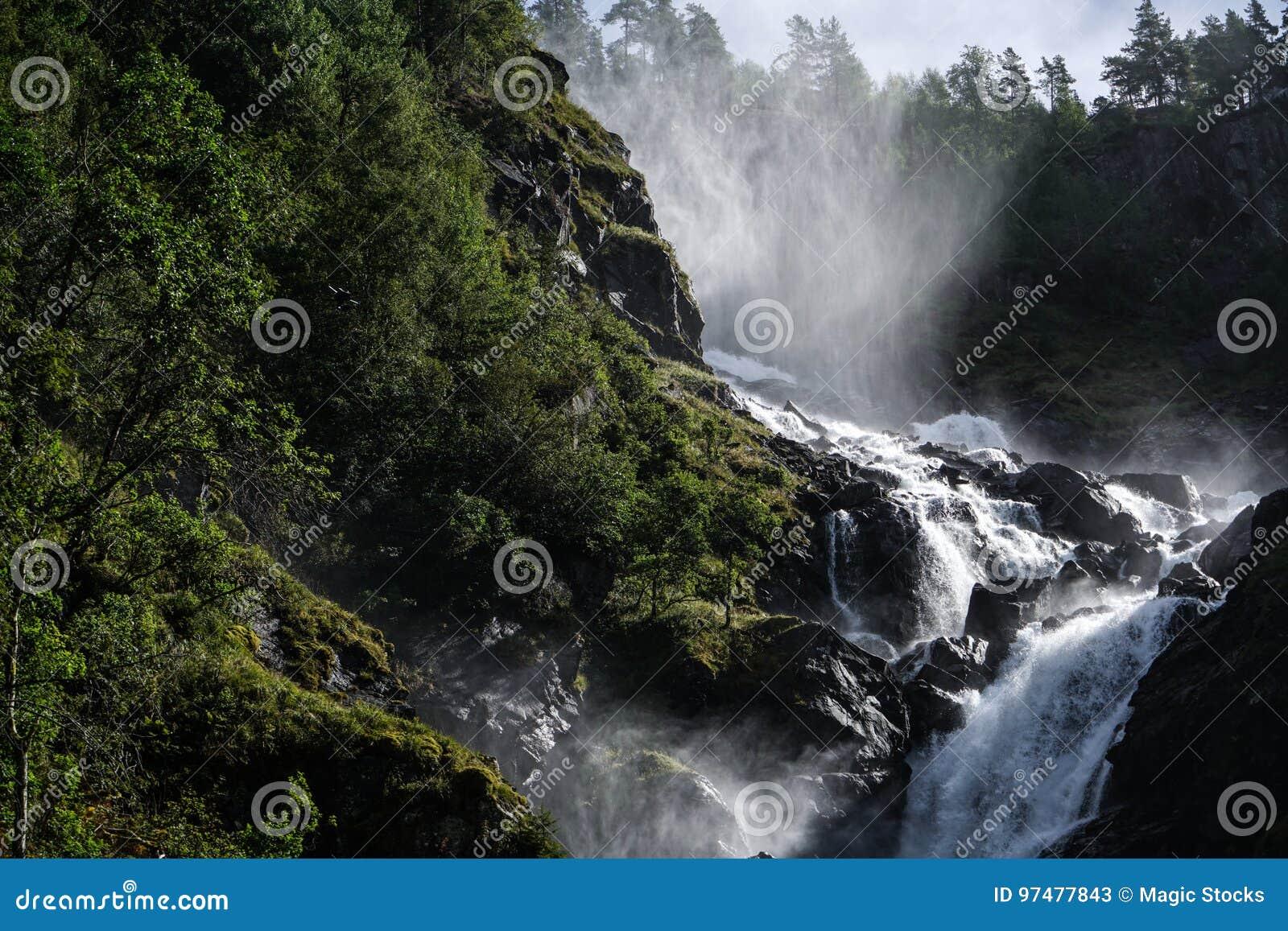 La cascata di LÃ¥tefossen
