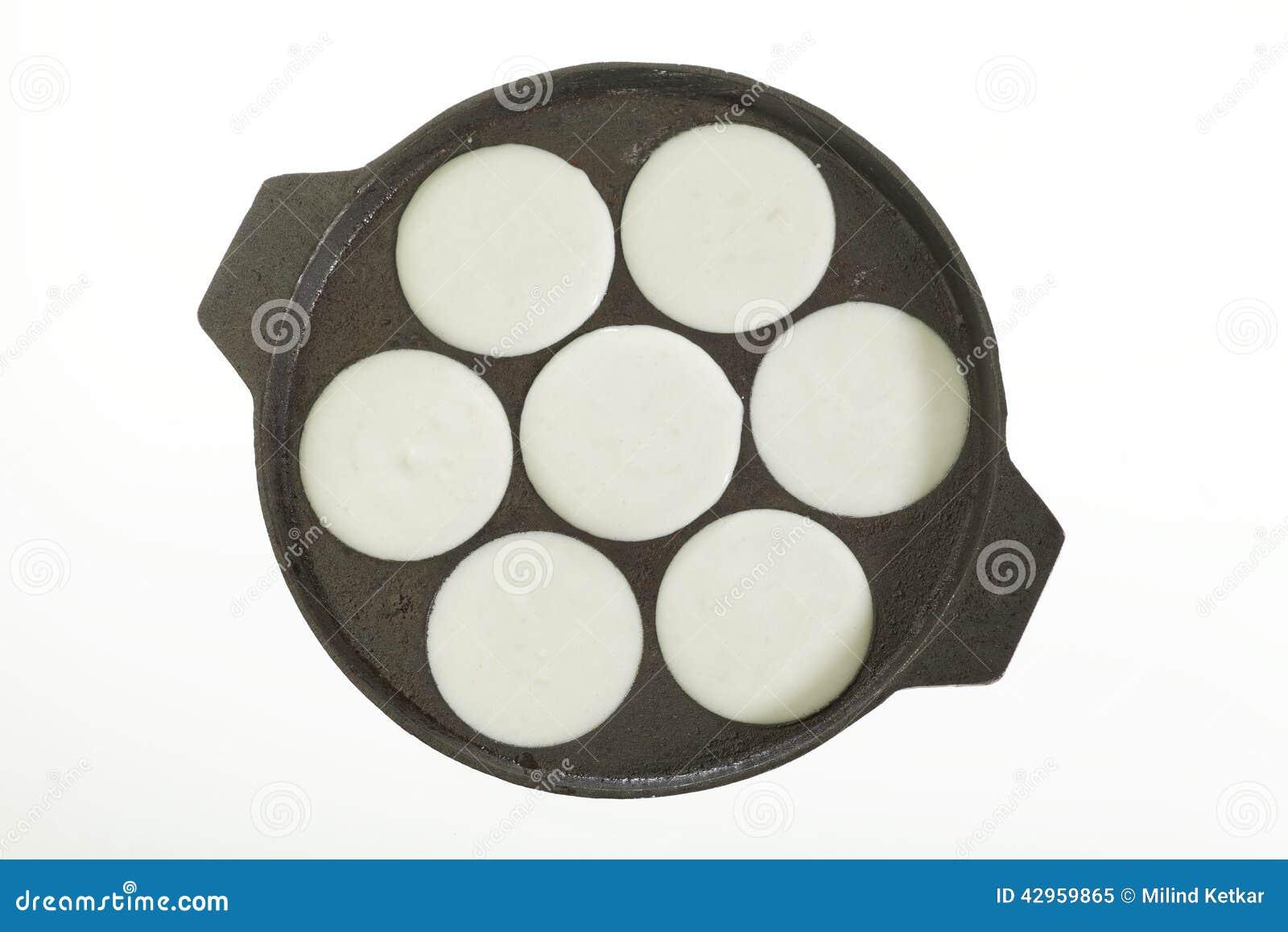 la casserole a rempli de p te de riz pour faire cuire idly. Black Bedroom Furniture Sets. Home Design Ideas